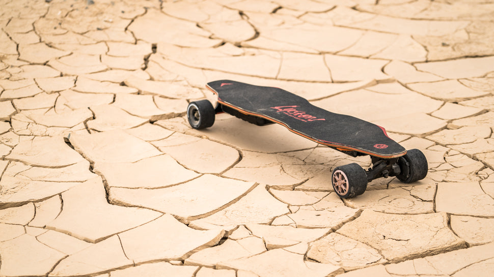 LycaonBoard Electric Skatebaord in dry land