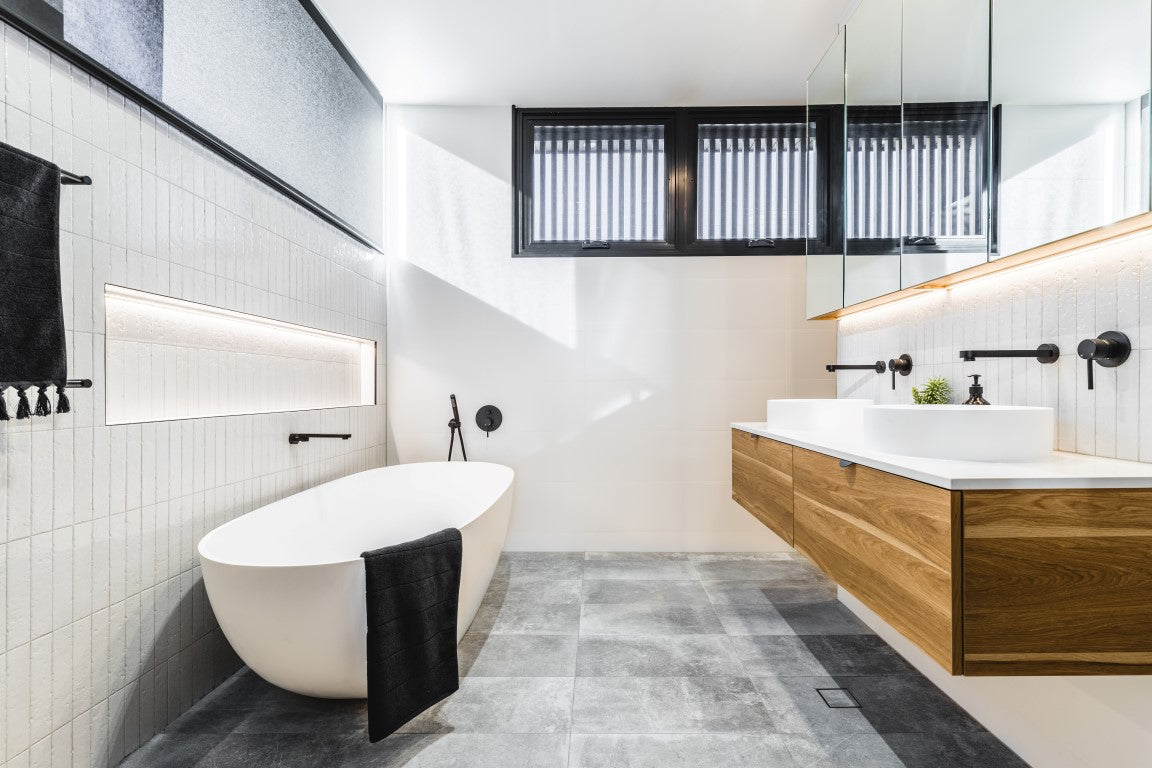 Full Bathroom Lifestyle Image with Meir black taps and pop-up wastes