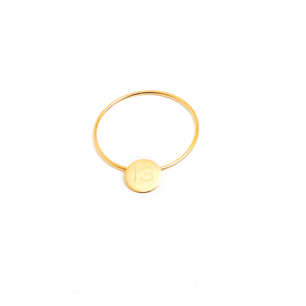 18 carat gold ring with a medal
