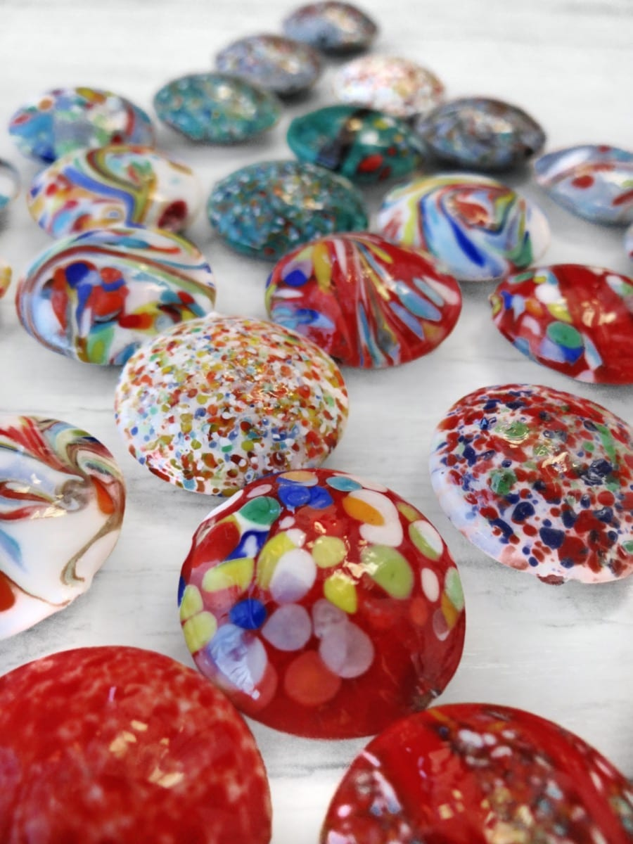 Examples of Murano Glass lampwork beads decorated a Màcie