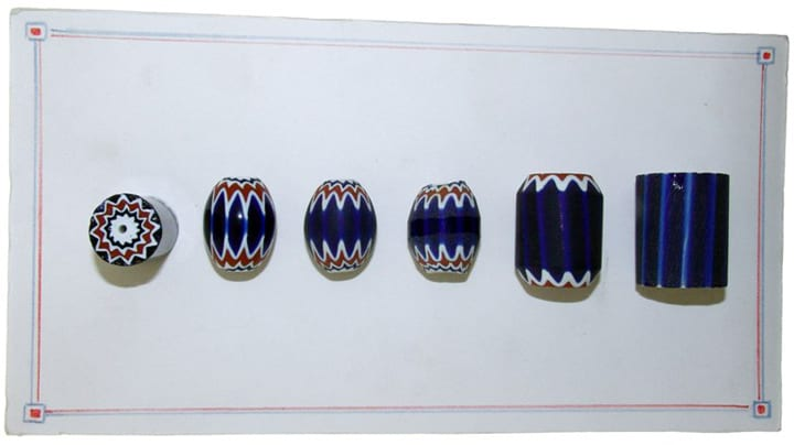 Rosetta Bead: on the right and left the rod from the side and in section; in the middle the different stages of beveling.