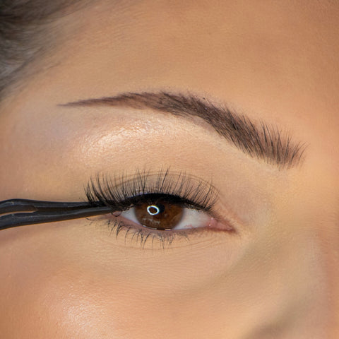 Lithe Lashes How To Apply Lashes Step 4