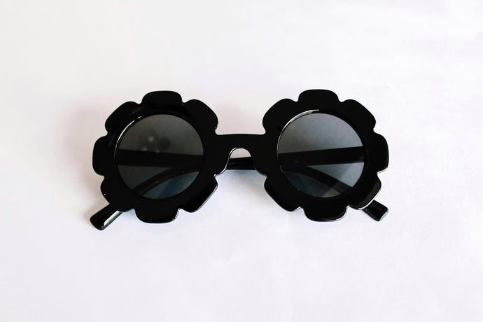 Retro Flower Sunnies in Black - Desert Fawn