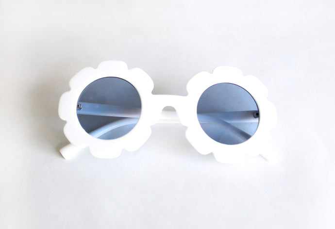 Retro Flower Sunnies in White - Desert Fawn
