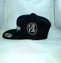 Load image into Gallery viewer, Vintage SnapBack Hat Black & White