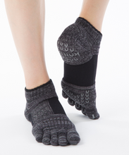 Laden Sie das Bild in den Galerie-Viewer, Yoga Socke Arch Support anthrazit im Sotantar Yoga Shop Berlin