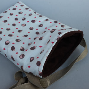 Cream hedgehog padded bonding bag, carry bag for hedgehogs. Fleece lined.