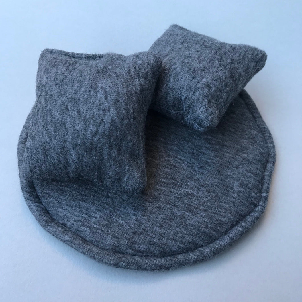 Regular cuddle cup cushions. Extra cuddle cup cushions and mini pillows. Removable cushions.