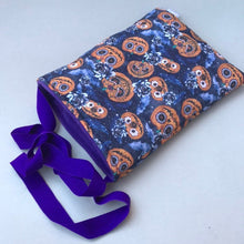 Load image into Gallery viewer, Padded pumpkin Halloween bonding bag, carry bag for hedgehog. Halloween pet tote.
