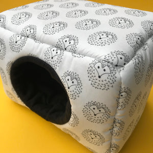 LARGE The Hoghouse cosy bed for guinea pigs. Padded house for guinea pigs.