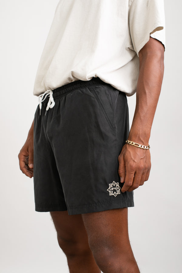 Lightweight walk shorts In Washed black