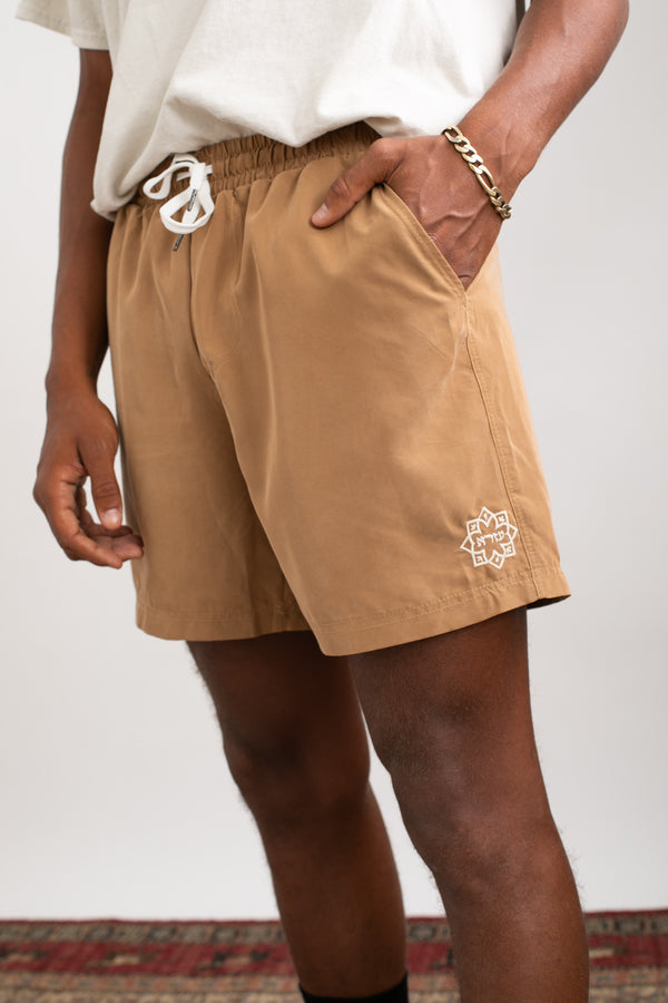 Lightweight walk shorts In Washed camel