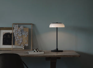Subscription_OMNI_Nuura_Blossi_Table_Lamp_Black_elegant_diffused_fantastic_light_comfortable_warmth_design_decor Blossi Table Lamp, Black