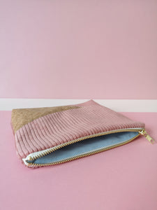 Pochette  V - velours rose