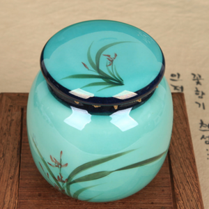 Porcelain Tea Jar