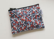 Load image into Gallery viewer, Dailylike Pouch - Manchu Cherry