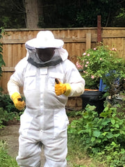 bee keeper thumbs up