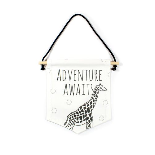 Giraffe flag - Adventure Awaits