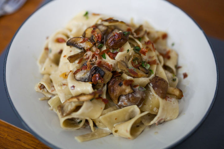 Creamy pappardelle with prosciutto and mushrooms