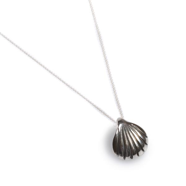Henryka Sea Shell Necklace in Silver