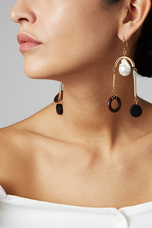 Close-up of model wearing the gold-plated and baroque peal MLE Scala earrings