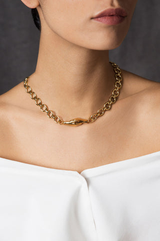 A Gentlewoman's Agreement Necklace in Gold