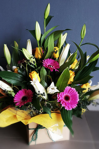 Canberra florist making beautiful seasonal flowers delivered around Canberra, Canberra flower delivery, Poetry in Gungahlin, Gungahlin flower delivery