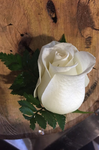 C33 White Rose Buttonhole