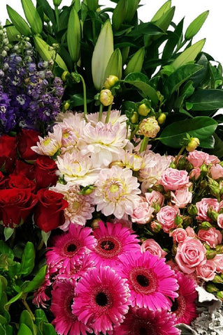Canberra florist making beautiful seasonal flowers delivered around Canberra