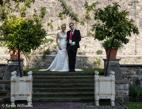 Wedding couple at St. Fagans Castle Gardens