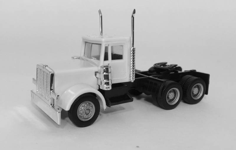 Peterbilt  Short Grill Tandem Axle Day Cab Tractor (Unpainted)1:87 (HO) Scale Model By Promotex