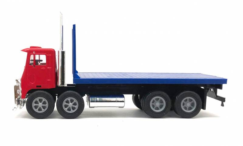 White Motor Co. Road Commander Twin Steer Flat Bed Truck 1/87 Scale (HO) Model by Promotex Side View