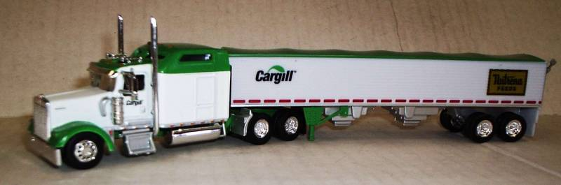 Kenworth W-900L Truck (White & Green Trim) with Grain Trailer (Cargill / Nutrena Feeds) Scale 1:87 (HO Scale) Model by Trucks N Stuff