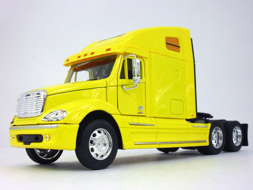 Frightliner Columbia Extended Cab Truck 1/32 Scale Model By Wellly