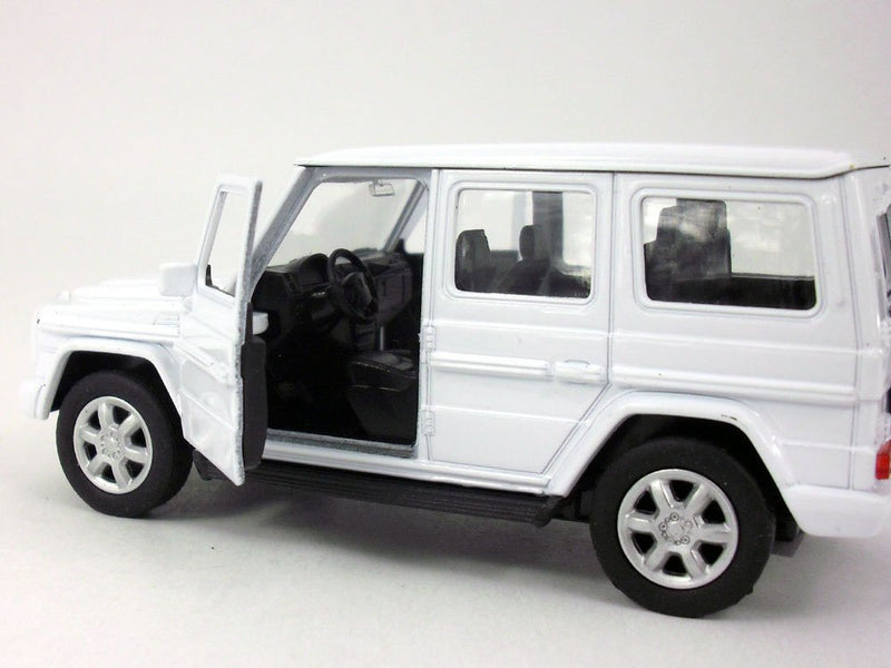 Welly Mercedes Benz G500 (White) 1/32 Scale Diecast Model Side View