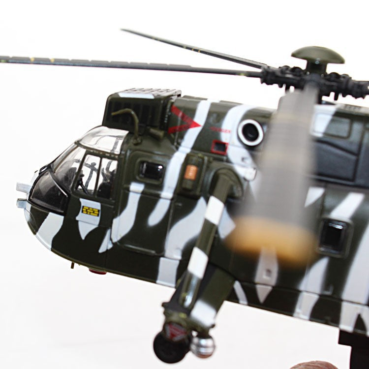 Westland WS-61 Sea King HC.4 Royal Navy 1996 1:72 Scale Model By Amercom Nose Close Up