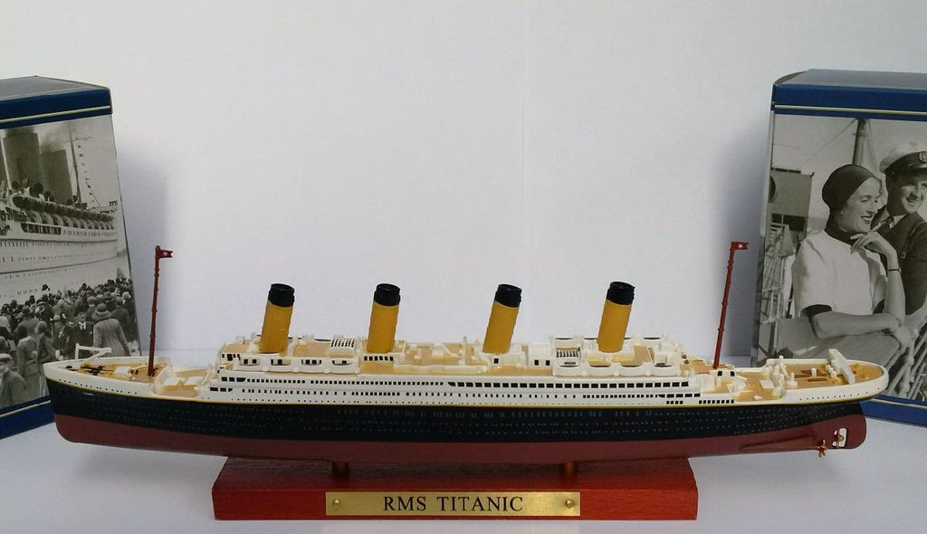 RMS Titanic 1:1250 Scale Diecast Model By Atlas Editions Display Stand