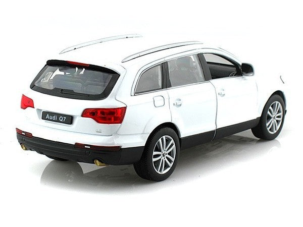 Audi Q7 2009 (White) 1:24 Scale Diecast Car By Welly Right Rear View