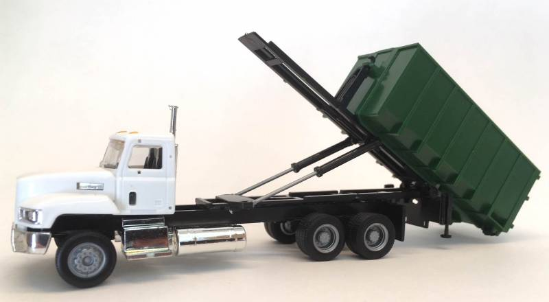 Mack Garbage Truck (White) w/ Roll Off Container (Green)  1/87 Scale (HO) Model By Promotex