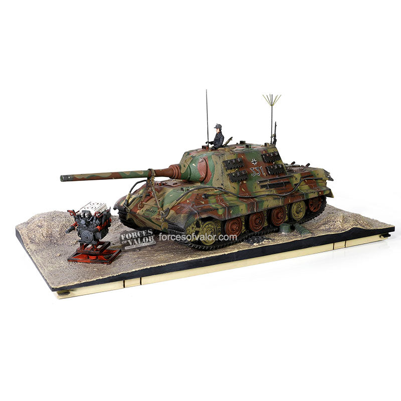 Sd.Kfz. 186 Jagdtiger German Heavy Tank Destroyer 1945, 1/32 Scale Model By Forces Of Valor Display Diorama