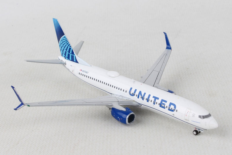 Boeing 737-800 United Airlines (New Livery) 1:400 Scale Model By Gemini Jets Right Front View