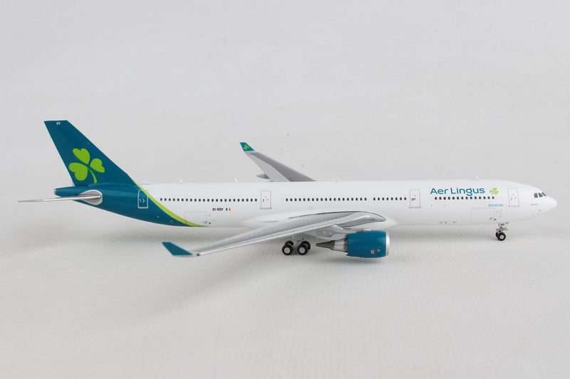 Airbus A330-300 Aer Lingus Airlines (EI-EDY) 1:400 Scale Model Right Side View