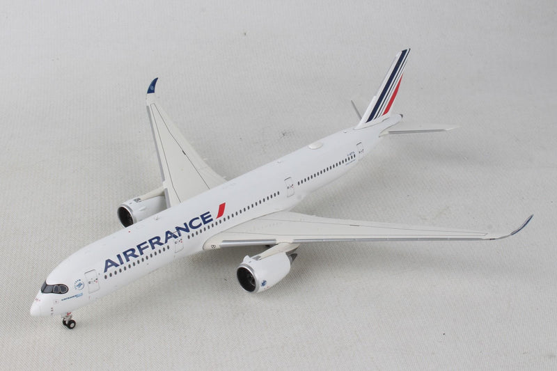 Airbus A350-900 Air France (F-HTYA) 1:400 Scale Model By Gemini Jets Left Front View