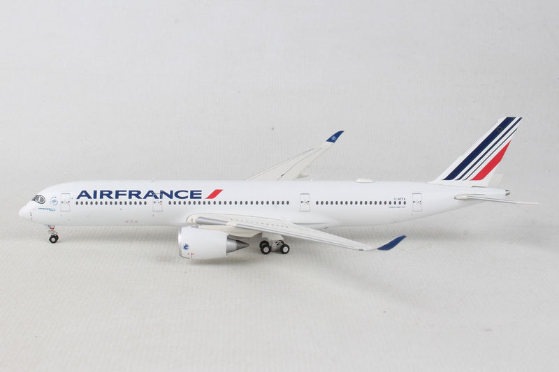 Airbus A350-900 Air France (F-HTYA) 1:400 Scale Model By Gemini Jets Left Side View