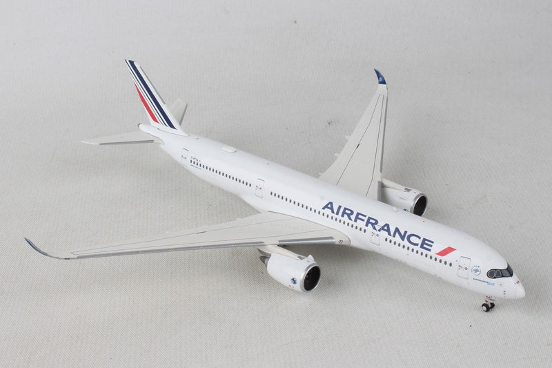 Airbus A350-900 Air France (F-HTYA) 1:400 Scale Model By Gemini Jets Right Front View