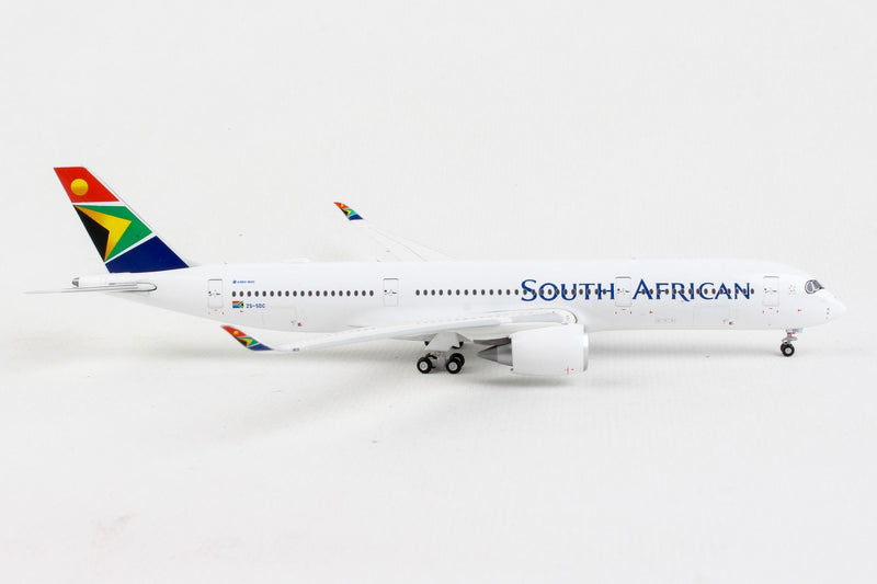 Airbus A350-900 South African Airways (ZS-SDC) 1:400 Scale Model Right Side View