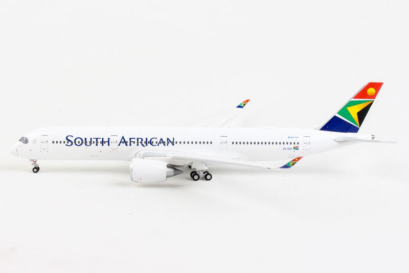 Airbus A350-900 South African Airways (ZS-SDC) 1:400 Scale Model Left Side View