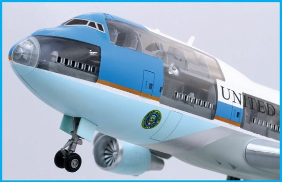 Air Force One Boeing VC-25A (Cutaway) 1/144 Scale Model Nose Detail