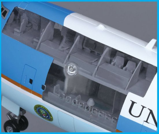 Air Force One Boeing VC-25A (Cutaway) 1/144 Scale Model Upper Deck Detail