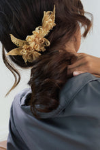 Load image into Gallery viewer, Reflective Pace - Resort 2020, Eco luxury, Amytis hair slide, Raffia
